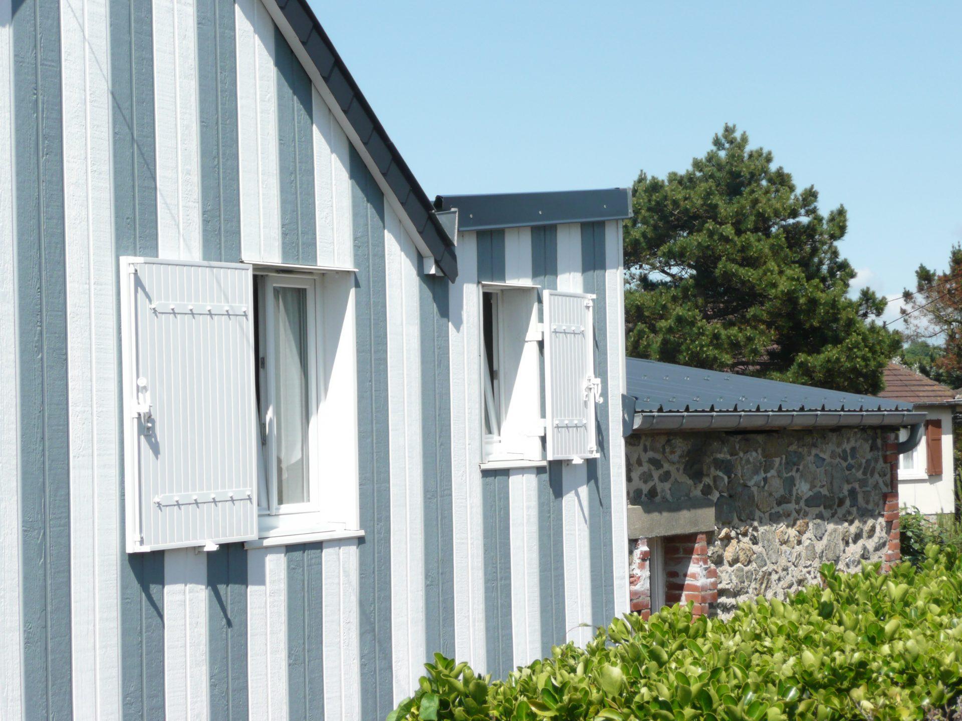 Coutainville, Canexel Profil Ultra Plank Blanc et Bleu écossais